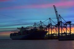 Силуэт грузового корабля контейнера Стоковые Изображения RF