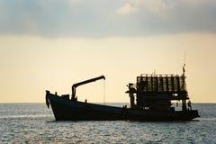 Силуэт грузового корабля Стоковая Фотография RF