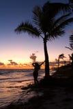 Силуэт девушки на океане на зоре Стоковая Фотография RF