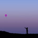 Силуэт детей с воздушным шаром Стоковое Изображение RF