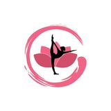 Силуэт женщины йоги, цветок лотоса с дизайном логотипа Дзэн Стоковая Фотография