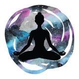 Силуэт женщин йога представления лотоса Padmasana Стоковое Изображение