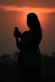 Силуэт захода солнца женщин Стоковая Фотография
