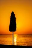 Силуэт зонтика пляжа Стоковая Фотография RF