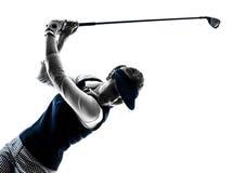 Силуэт игрока в гольф женщины играя в гольф стоковые изображения