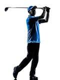 Силуэт игрока в гольф человека играя в гольф стоковое фото rf