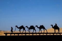 Силуэт каравана верблюда Стоковые Изображения RF