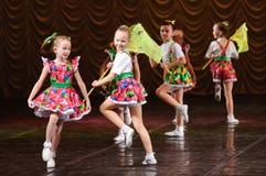 силуэт конструкции танцы контура детей Стоковое Фото