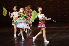силуэт конструкции танцы контура детей Стоковая Фотография
