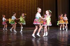 силуэт конструкции танцы контура детей Стоковое фото RF