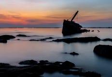 Силуэт кораблекрушением Стоковое Изображение