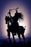 Силуэт коренного американца на лошади Стоковые Фотографии RF