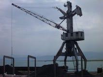 Силуэт крана на порте озера Стоковая Фотография RF