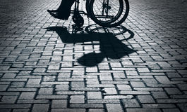 Силуэт кресло-коляскы Стоковое фото RF