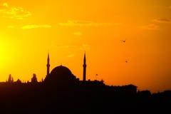 Силуэт мечети на заходе солнца в Стамбуле Стоковые Фотографии RF