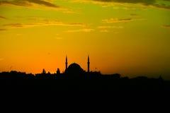 Силуэт мечети на заходе солнца в Стамбуле Стоковая Фотография RF