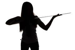 Силуэт молодой женщины смотря лезвие Стоковое Изображение RF