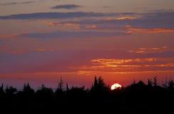 Силуэт на заходе солнца Стоковые Фотографии RF