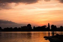Силуэт озера заход солнца Стоковые Изображения RF