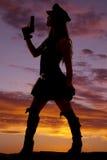 Силуэт оружия полисмена женщины вверх Стоковая Фотография RF
