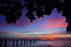 Силуэт острова Sichang с twilight небом стоковая фотография rf