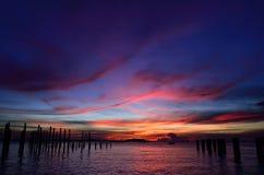 Силуэт острова Sichang с twilight небом стоковое фото