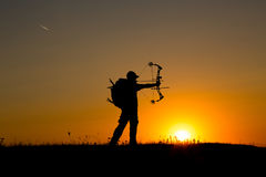 Силуэт охотника смычка Стоковое фото RF