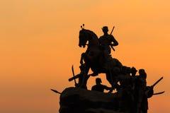 Силуэт памятника короля Naresuan в Lampang, Таиланде Стоковая Фотография