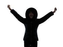 Силуэт пальто зимы женщины протягиванный оружиями счастливый Стоковые Изображения RF
