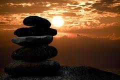 Силуэт пирамиды из камней каменный Стоковое Изображение