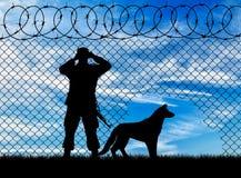 Силуэт пограничника и собаки Стоковое Фото