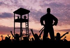 Силуэт пограничников и беженцев Стоковые Фото