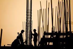 Силуэт рабочий-строителя Стоковое фото RF
