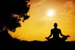 Силуэт раздумья йоги Стоковые Изображения RF