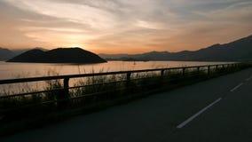Силуэт рамки завода и дороги с заходом солнца градиента Стоковые Изображения
