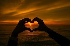 Силуэт руки делая влюбленность Стоковые Фотографии RF