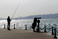 Силуэт рыболова и туриста Стоковая Фотография RF