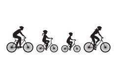 Силуэт семьи на велосипедах Стоковые Фото