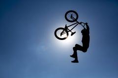 Силуэт скачки велосипеда Стоковая Фотография