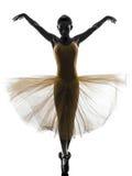 Силуэт танцев артиста балета балерины женщины Стоковое Фото