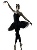 Силуэт танцев танцора балерины изолированный женщиной Стоковое Фото