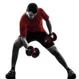 Силуэт тренировки работая веса человека Стоковая Фотография RF