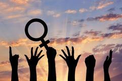 Силуэт феминистов движений руки стоковые фото