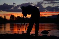Силуэт фотографа обрамляя съемку Стоковое Изображение RF