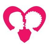 Силуэт целуя пар в розовом сердце Стоковая Фотография RF