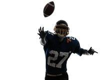 Силуэт человека футболиста защитника американский бросая Стоковая Фотография RF