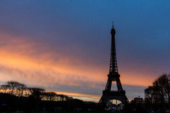 Силуэт Eiffel путешествия на заходе солнца Стоковое Изображение RF