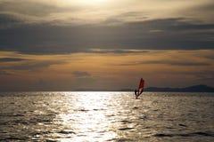 Силуэт windsurfers Стоковые Изображения RF
