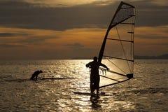 Силуэт windsurfers Стоковое Фото