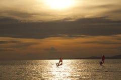 Силуэт windsurfers Стоковые Изображения